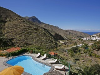 Holiday cottage with pool in Agaete