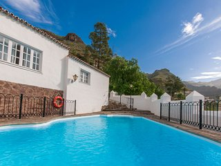 Large holiday home with private pool in Agaete