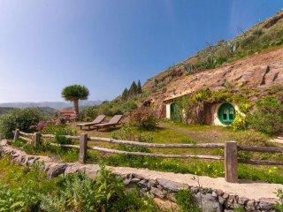 Hobbit cave style house in Santa Brigida
