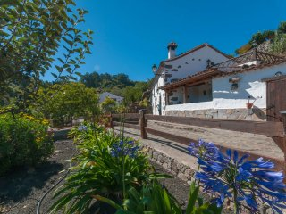 Holiday cottage with shared pool in Valleseco