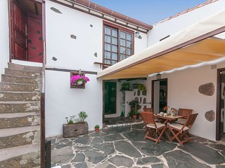 Cozy holiday cottage in Firgas village