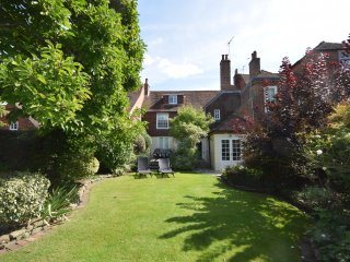 Little London, large family home in central Chichester - with parking