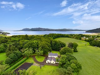 Large 5 bedroom home. Right off the Wild Atlantic Way - by Cloverleaf Cottages