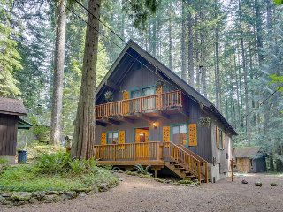 Beautifully renovated, semi-secluded cabin w/ firepit - great for families!