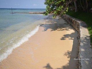 Beachfront! Kayaks! Pool! Fully staffed! Idleawile