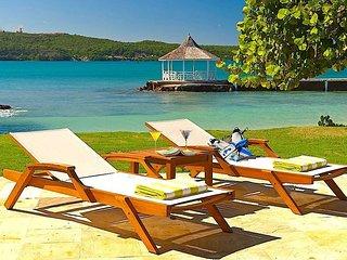 Beachfront Luxury! Sea Kayaks! Fully staffed! Tennis! Gym! - A Summer Place 4BR