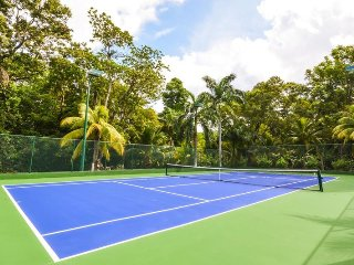 WATERFRONT! POOL! KAYAKS! COOK! TENNIS COURT!Golden Clouds, Oracabessa 6BR