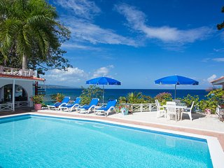 'Beachfront, tennis court, staff, weddings, 2 pools! KayaksGolden Clouds