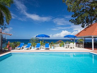 LUXURY WATERFRONT, FULLY STAFFED! 2 POOLS! KAYAKS!Golden Clouds, Oracabessa 10BR