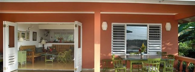Affordable Luxury! Walk to beach! Cook! Housekeeper! Pool! Miss Ps Place