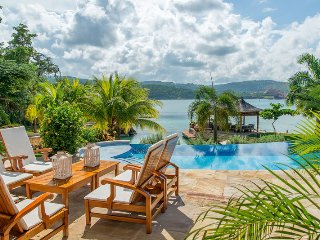 BEACHFRONT, LUXURY, BUTLER, CHEF, TENNIS, GYM, SEA KAYAKS, Makana