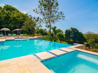 AFFORDABLE! FULLY STAFFED! POOL! MONTEGO BAY! Skylark 4BR