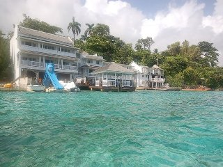 ABSOLUTE WATERFRONT! FAMILY! CHEF! SPOIL YOURSELF! San Bar, Blue Lagoon 6BR