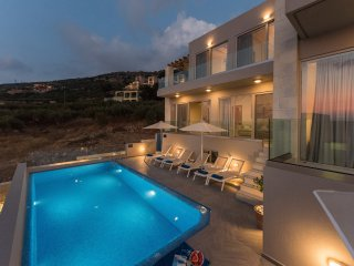 Villa Divine 2 / Luxury, free heated pool and sea view