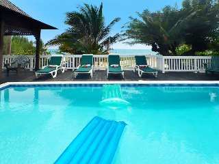 Affordable Luxury! Walk to beach! Cook! Housekeeper! Pool! Sea Spray 50 Steps