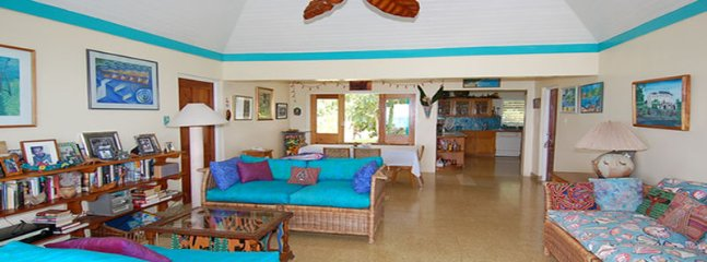 Affordable Luxury! Walk to beach! Cook! Housekeeper! Seagull Cottage