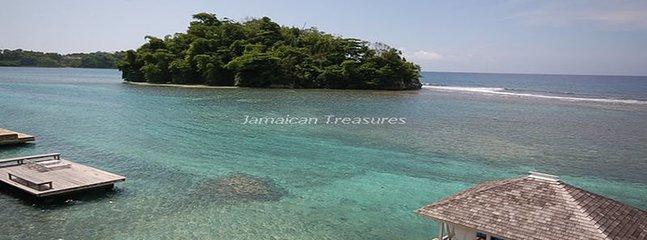 'Waterfront! Fully Staffed! Kayaks! Luxury Villa, Famous Blue Lagoon! Point of