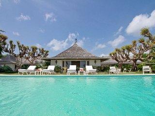 'Resort villa, tennis, golf, beach club, weddings, staff! gated community