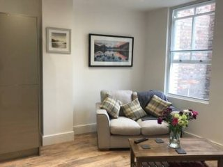Iconic Spacious Luxury Apartment in Heart of City