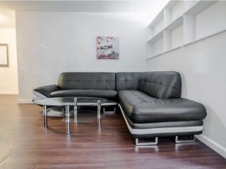 N24E-RIVER VIEWS/LUXURY MURRAY HILL 2BR APT
