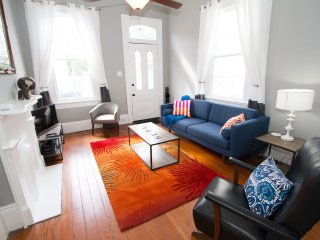 Snazzy Marigny Shotgun Flat - 10 min walk to Frenchmen St!