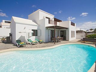 Mariana - detached 4 bed villa with pool table