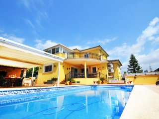 VILLA CARMELA with private swimming pool. Perfect for families!