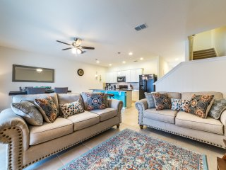 Gorgeous 4BR 3.5bath Solterra townhouse w/private splash pool from $123 a night