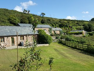 Hidden Gem in Bigbury nestled in the Avon Valley close to beaches & Golf Course