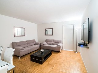 9J-38TH ST-LUXURY 2BR APT-POOL-GARAGE-GYM