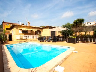 Catalunya Casas: Villa Mas Borras with a private pool, just 5 minutes from the b