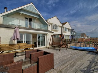 *** Amazing Beachfront Home on Pevensey Bay - Use of Kayak too!!!****