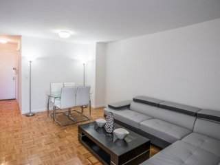 44F-38TH ST-LUXURY 2BR APT WITH SWIMMING POOL-GYM