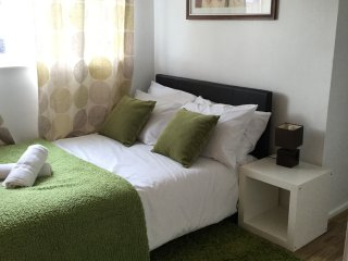Lovely 4 Bed Near Basildon Town Center Sleeps 8