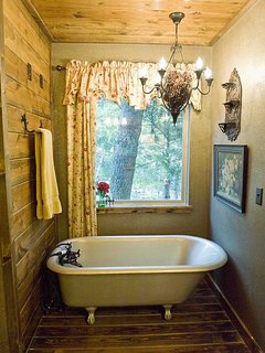 Master bath tub, its older than you and me put together.