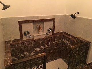 Casa Los Cummins, Condado - King Room & Twin Bed II