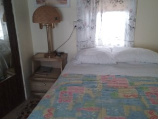 Studio with Queen bed, one block from beach, boardwalk and convention center