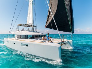 Catamaran Charter Phuket (SY Blue Moon)