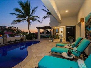 Vibrant Villa w/Ocean views, Pool & walk to town