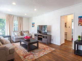 Fantastic & Bright West Hollywood 2Bdr Apt