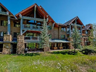 Gorgeous, True Ski-in/out Condo in Bear Paw Lodge with On-Site Pool & Hot Tub