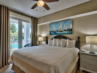 Beautiful views overlooking the pool & hot tub (2 Bed /2 Bath) - Sleeps up to 6