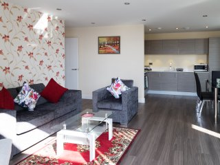 Modern Penthouse 2 mins walk to Station with Terrace & Parking & Sleeps 6
