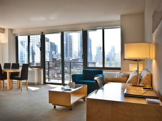 LARGE & SUNNY 1BR APT SUITE AT 94TH ST WITH DOORMAN & GYM