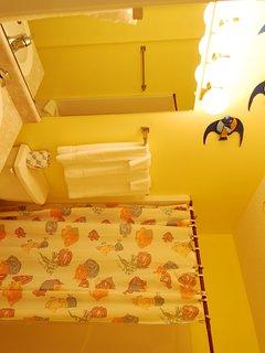 Toilet,Indoors,Room,Furniture