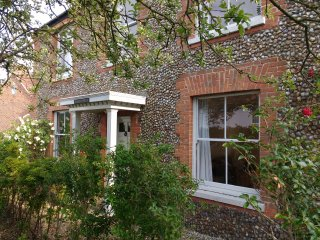 A large, renovated period property in Norfolk, perfect for family gatherings.