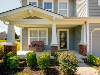 Beautiful home in the Opryland area...close to everything Nashville!
