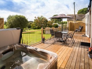Private Garden Lodge Complete with Hot Tub and stunning views of Devon