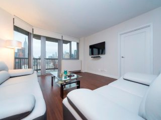 S30B-E34TH ST. 2BR-MANHATTAN SKYLINE/GYM