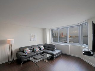 MIDTOWN EAST 2BR-2BA APT-RIVER VIEWS-GYM